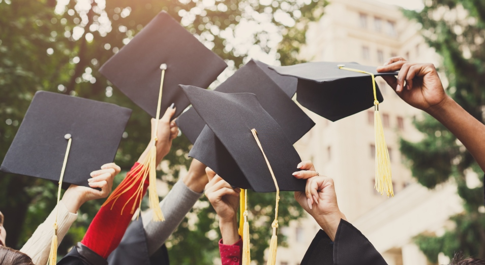 Рейтинг вузов: сколько зарабатывают и где работают казахстанские выпускники