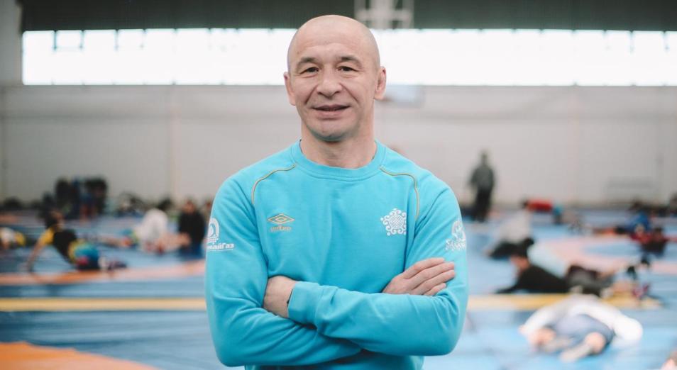 Наставник казахстанских борцов извинился за их выступление в Токио