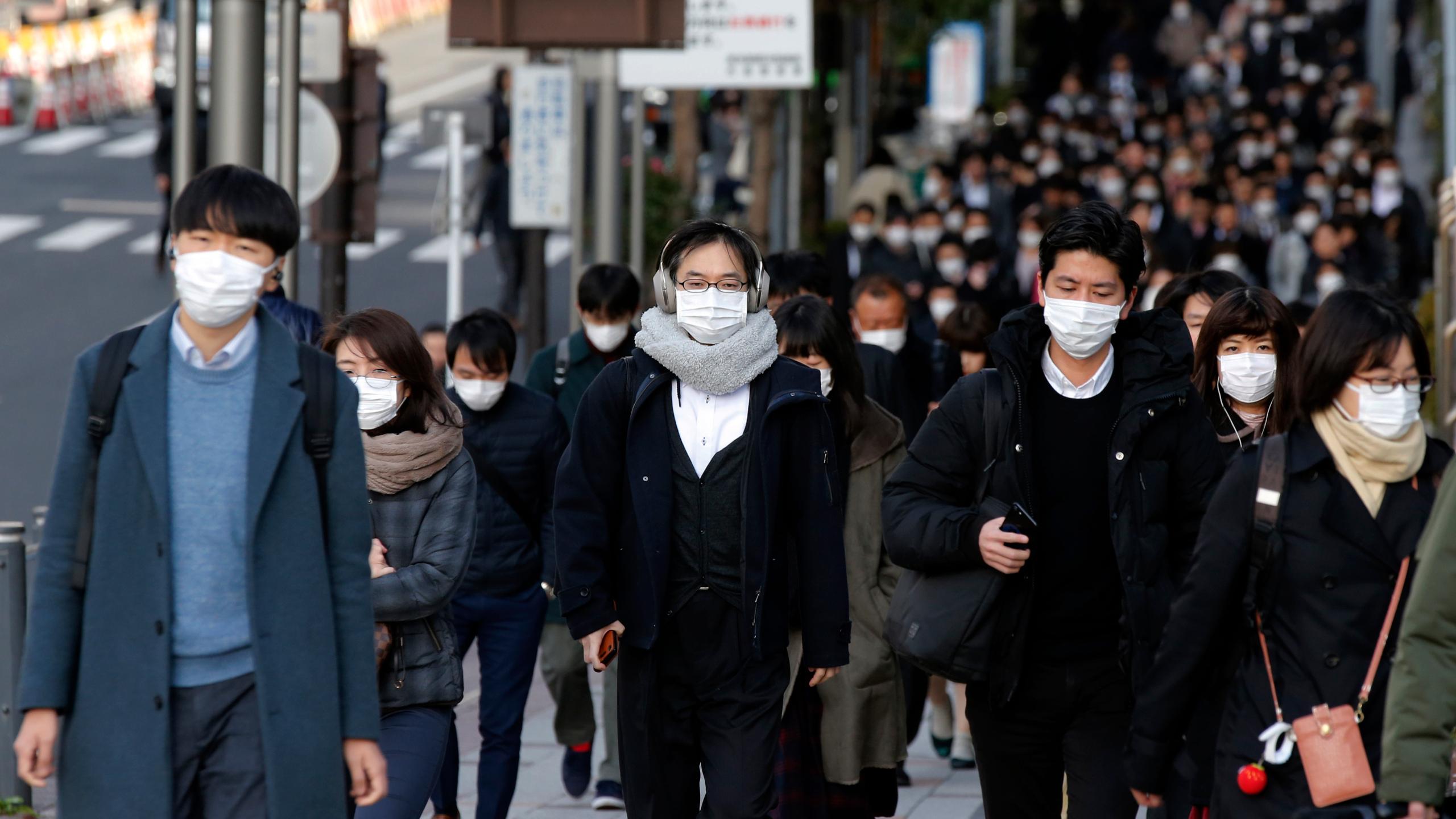 Более половины жителей Японии выступают против отмены режима ЧС в Токио