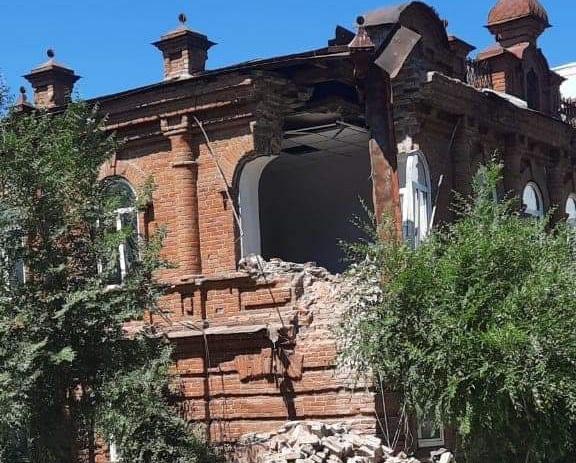 В Семее ищут вандалов, покусившихся на историческое здание