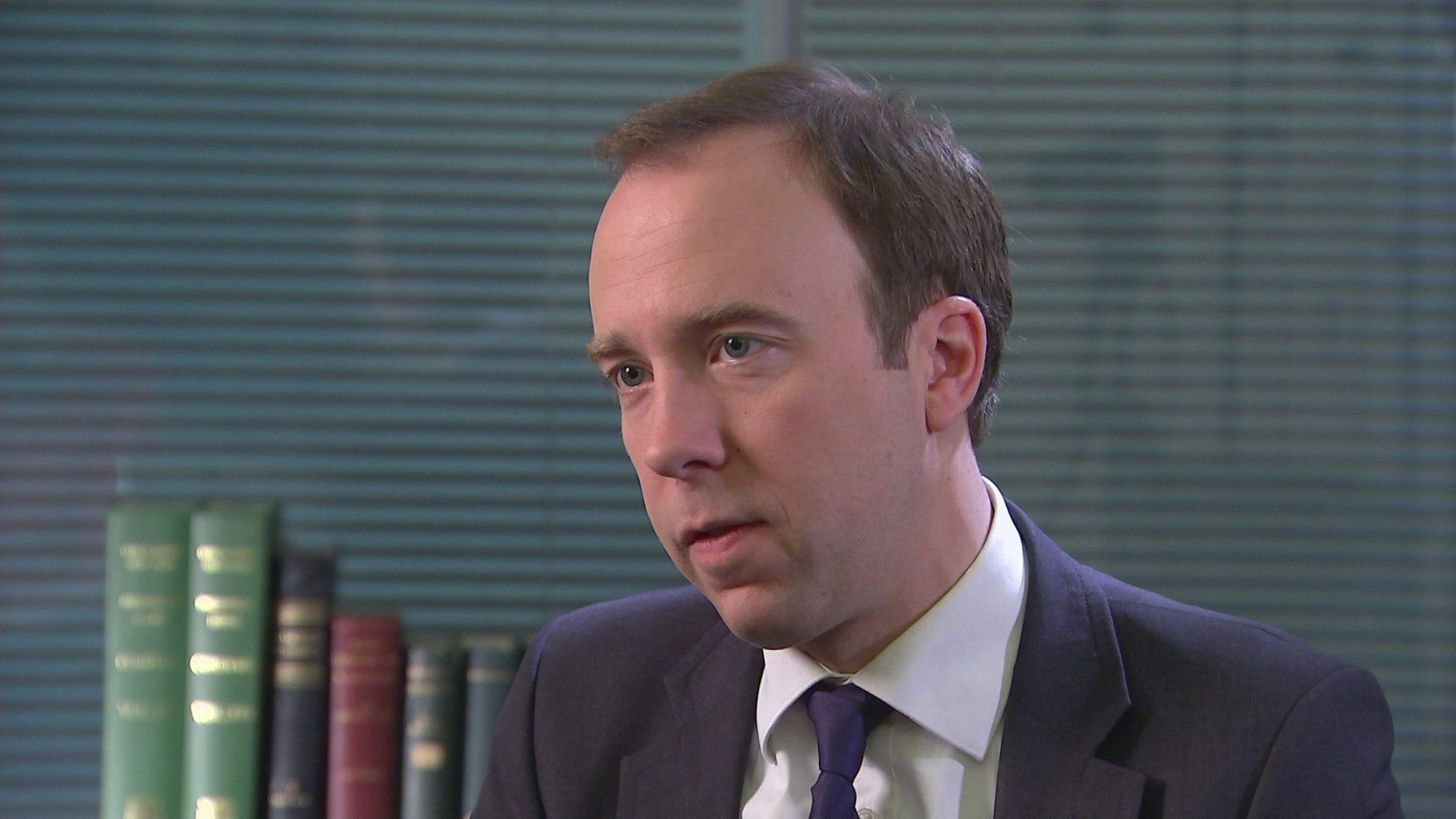 Ограничения по COVID-19 в Великобритании отменят нескоро – министр