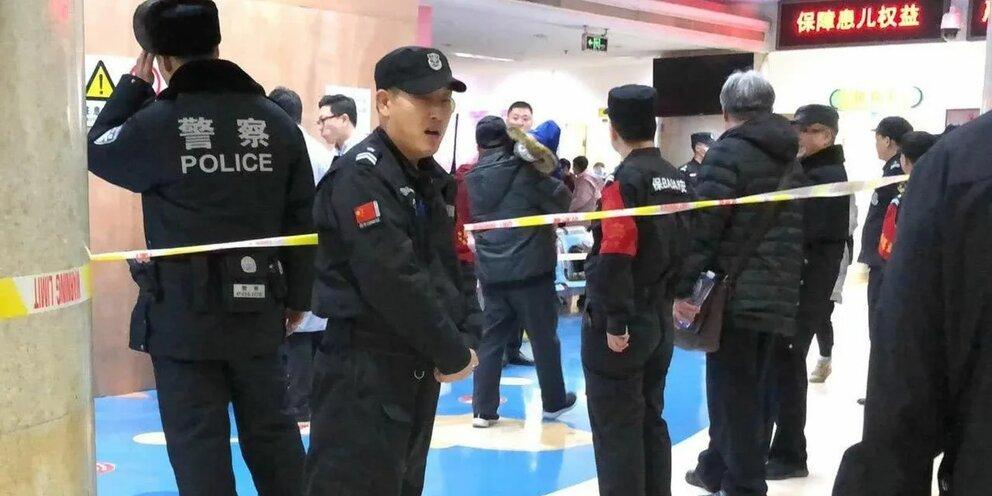 Не менее семи человек стали жертвами нападения человека с ножом в Китае