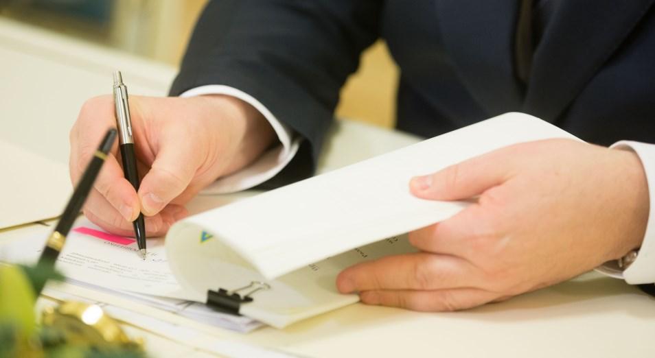 Президент Казахстана подписал закон, регулирующий деятельность МФО и коллекторов