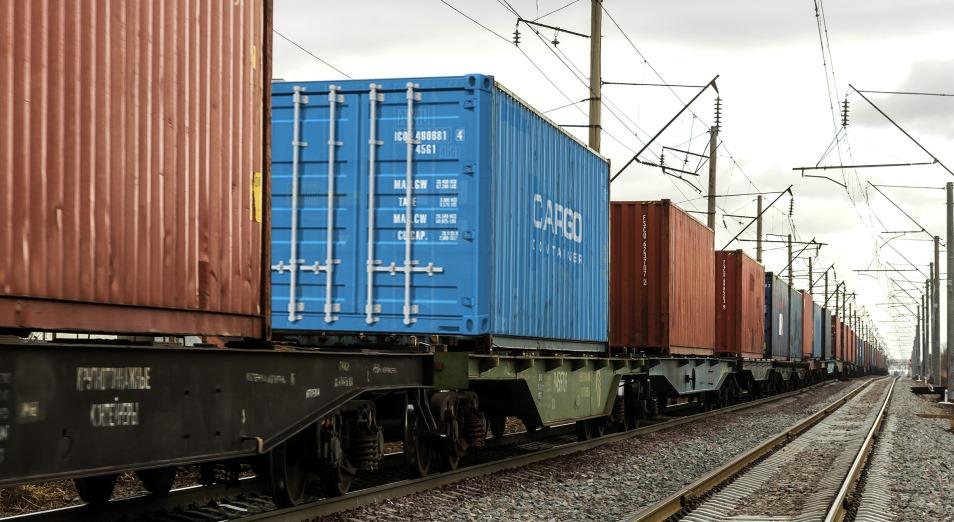 Коллапс на железной дороге в КНР грозит оставить бизнес без товара, а казахстанцев – без одежды