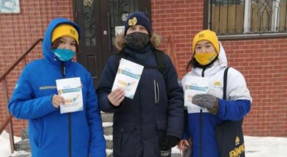 Активисты проводят агитационную работу