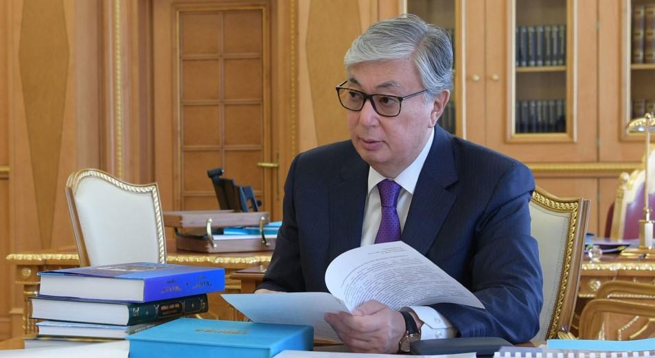 Токаева проинформировали о работе по сокращению уровня «теневой» экономики