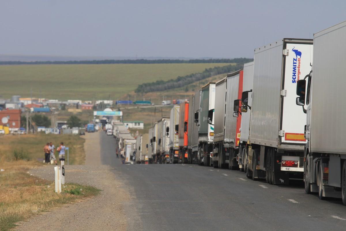 Налоговикам в Казахстане запретили досматривать грузы на границе без акта проверки