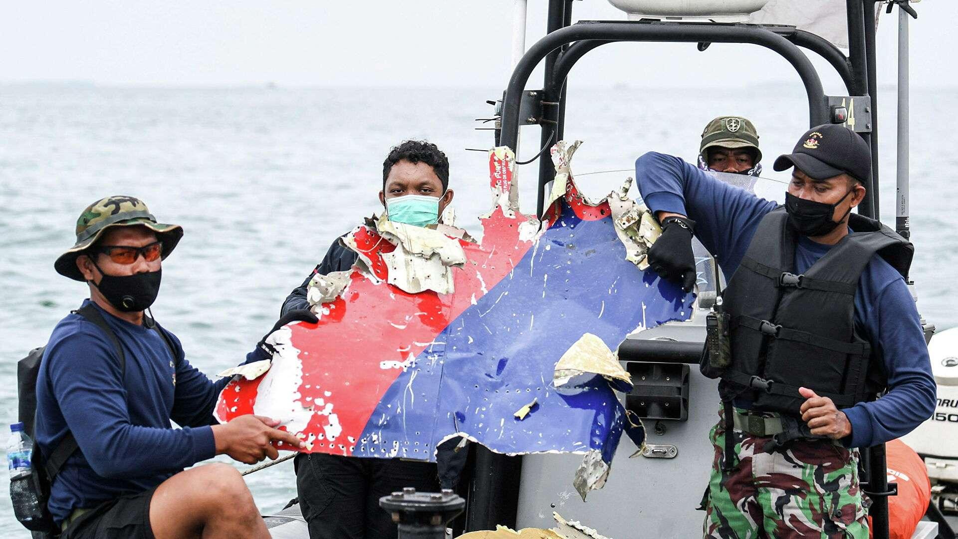 Спасатели потеряли сигнал второго черного ящика разбившегося в Индонезии Boeing
