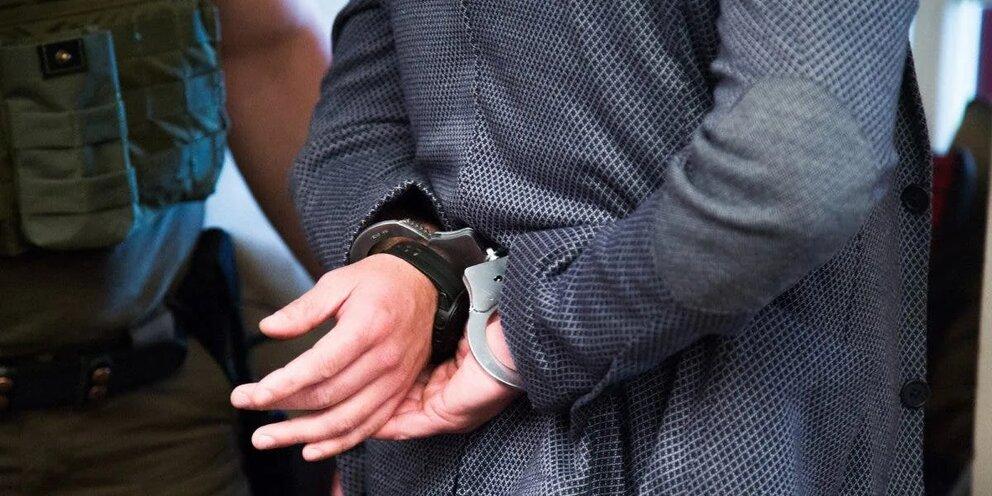 Алматыда бас маманның делдалдығымен пара алған шенеунік ұсталды – агенттік