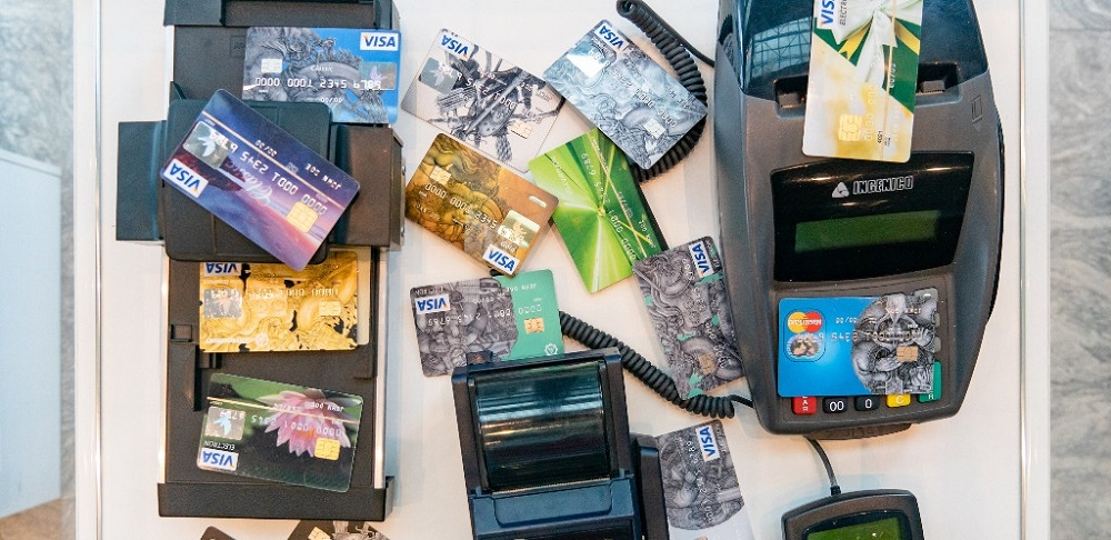 Безналичные платежи продолжили «взрывной» рост