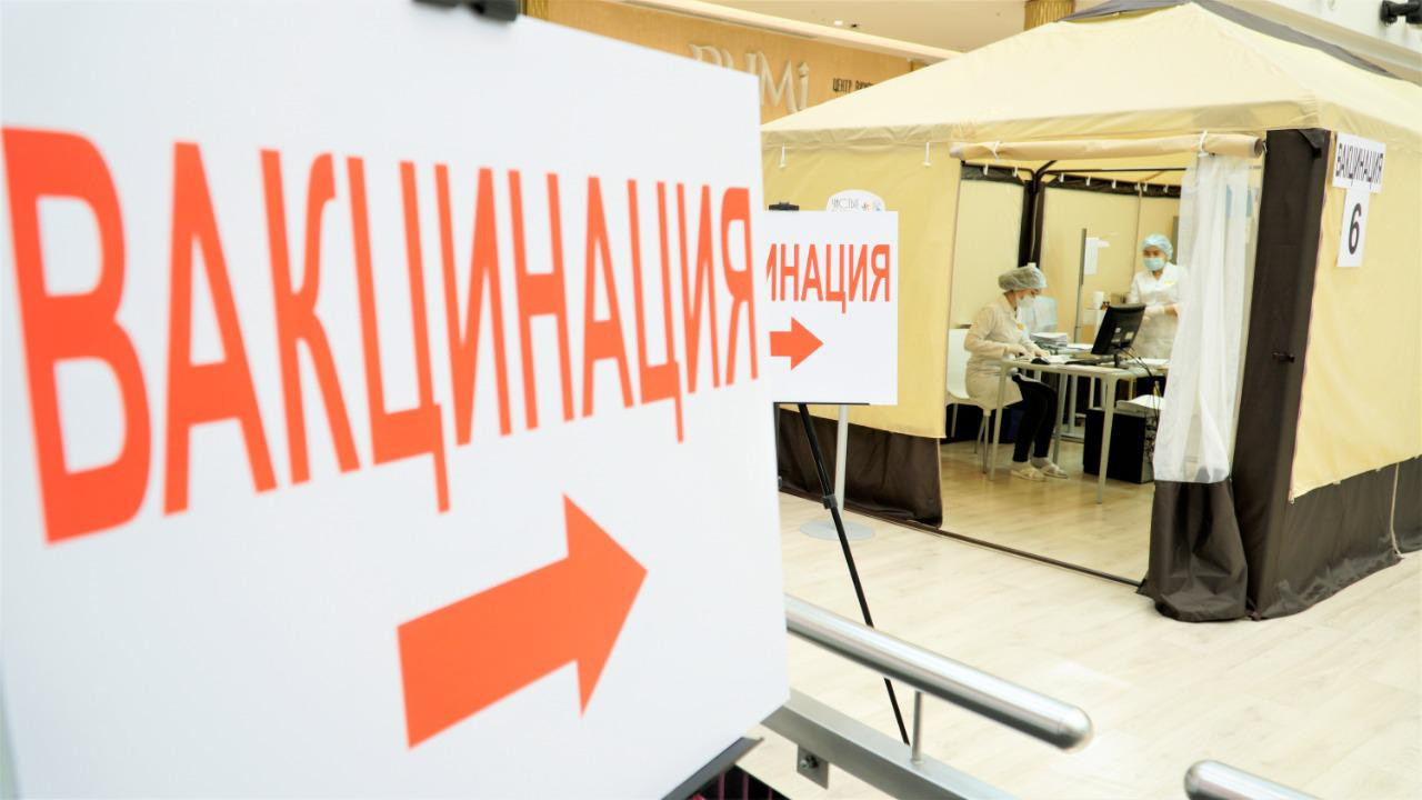 Еще в двух ТРЦ Нур-Султана открыли пункты вакцинации