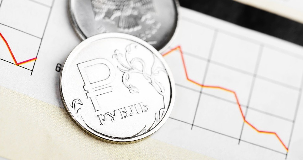 Как заработать на падении рубля, рассказал финансист