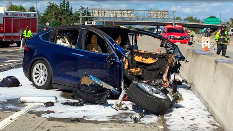 Разбившаяся Tesla не была в режиме автопилота – Маск
