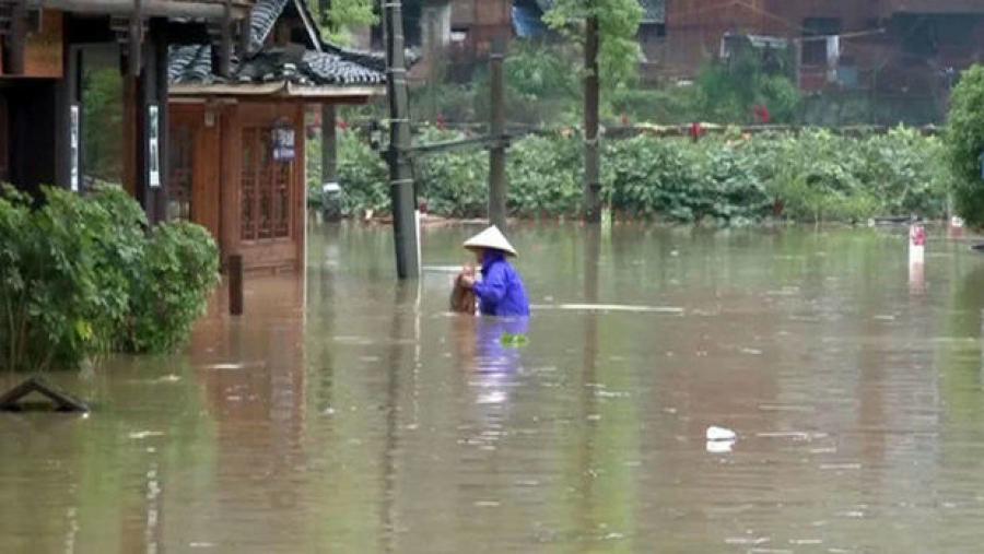 В Китае более 70 тысяч человек оказались в зоне бедствия из-за сильных дождей