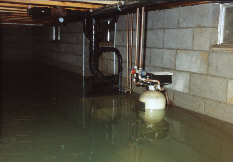 В Усть-Каменогорске подвал нового дома затопило грунтовыми водами
