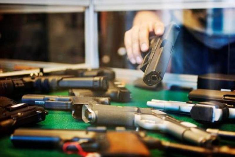 Более 40 единиц незарегистрированного оружия изъяли полицейские