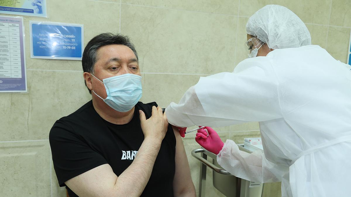 Асқар Мамин коронавирусқа қарсы вакцина алды