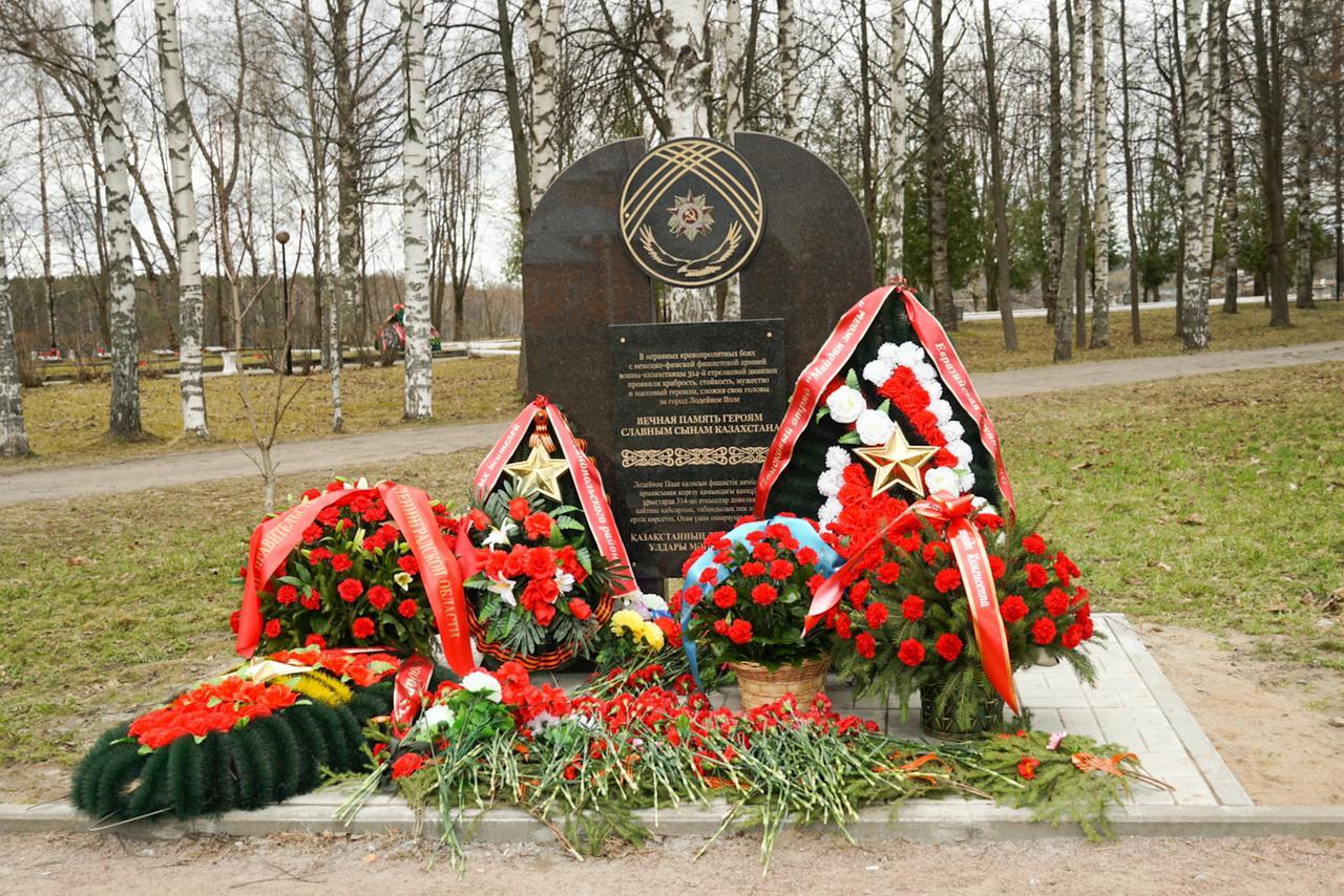В российском городе Лодейное Поле установлен памятник казахстанским воинам