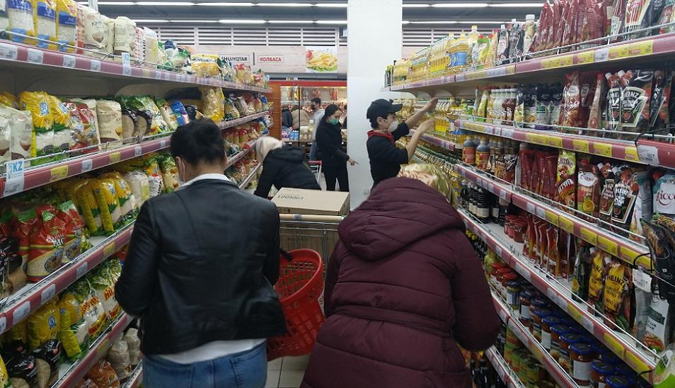 Зерттеу: Қарыз бен кредит қазақстандықтардың қалтасына салмақ түсірмеген