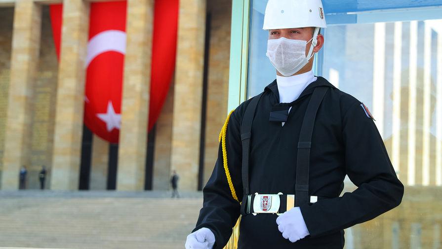 Турецкие власти вводят круглосуточный комендантский час