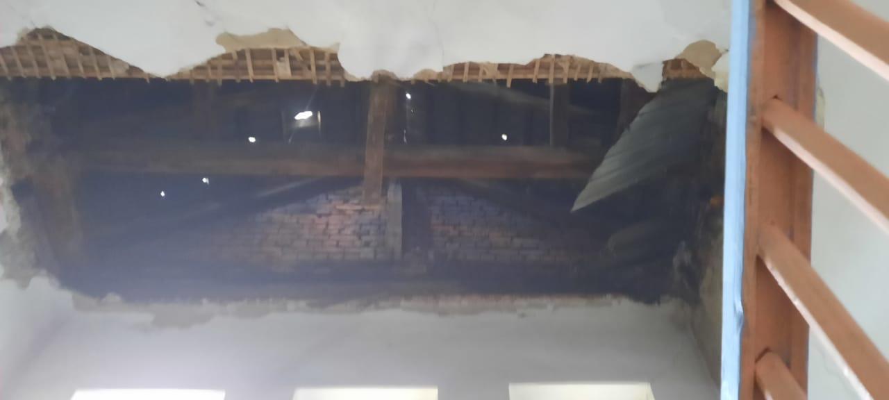 В ВКО обрушилась часть потолочного перекрытия общежития