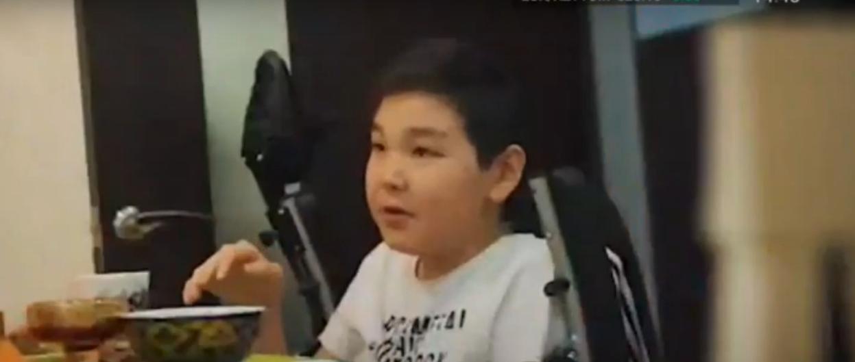 В Караганде мама мальчика, просившего помощи у Роналду, продает квартиру