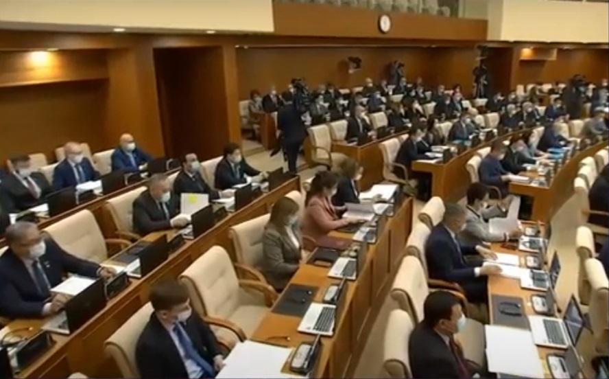 Factcheсk.kz некоторые депутатские запросы отнес к «манипуляции» и «полуправде»