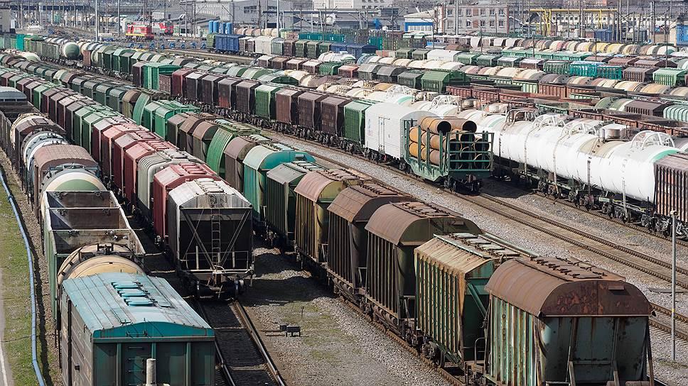 На границе Казахстана и Китая стоят 180 жд-составов