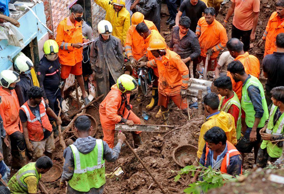 В Мумбае после проливных дождей в результате оползней погибло не менее 25 человек