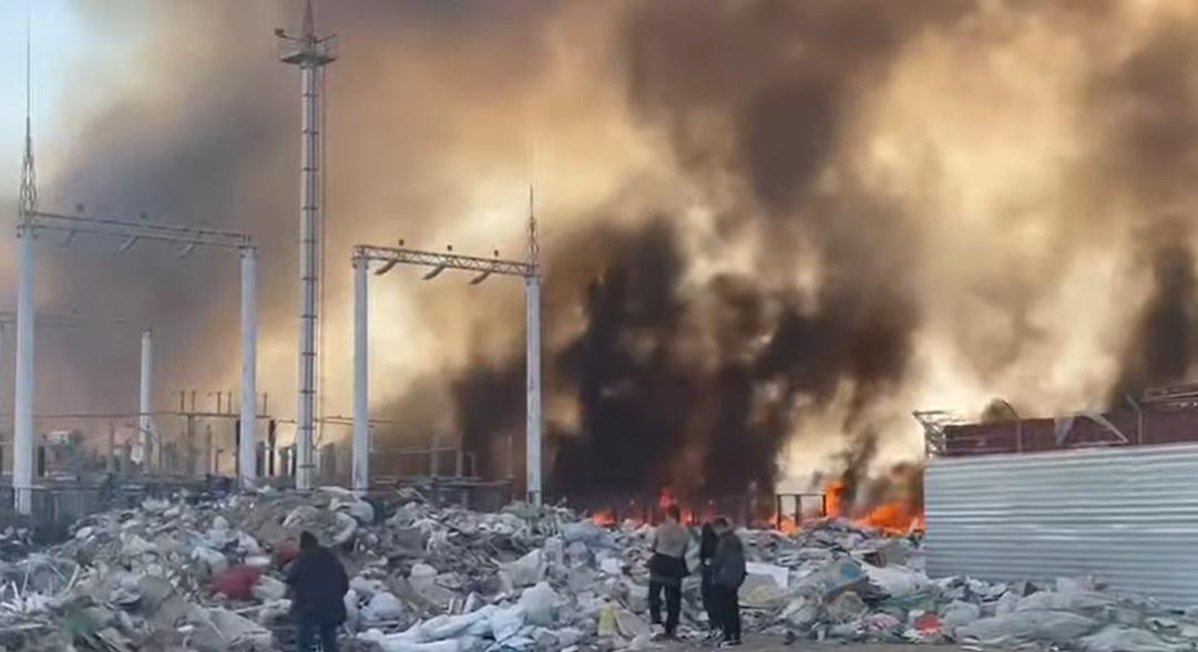 Черный дым и хлопки в промышленной зоне Актау напугали горожан