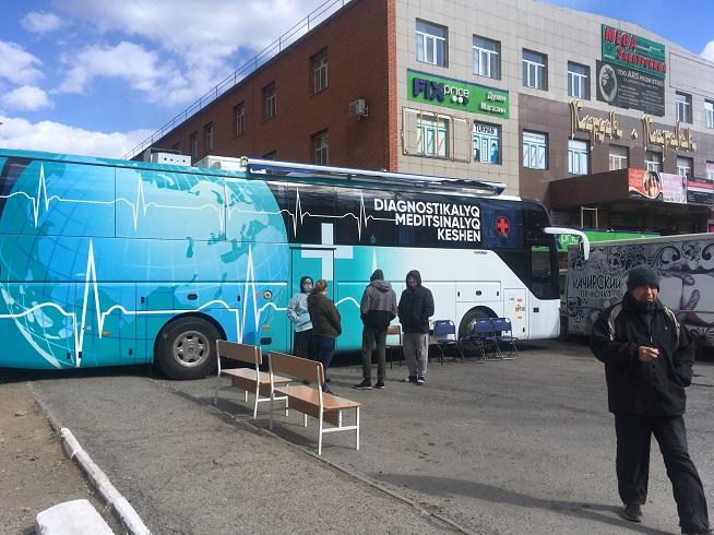 В Павлодаре передвижной прививочный пункт ежедневно меняет место дислокации