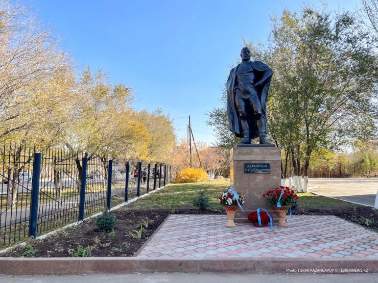 Памятник Кажымукану открыли в Нур-Султане
