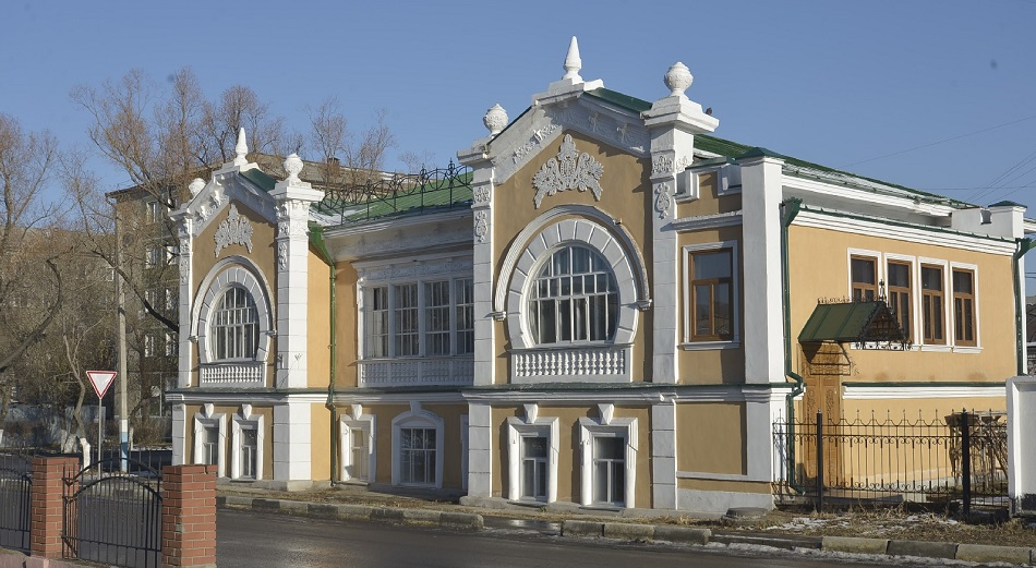 После реконструкции памятник истории в Петропавловске продолжает разваливаться