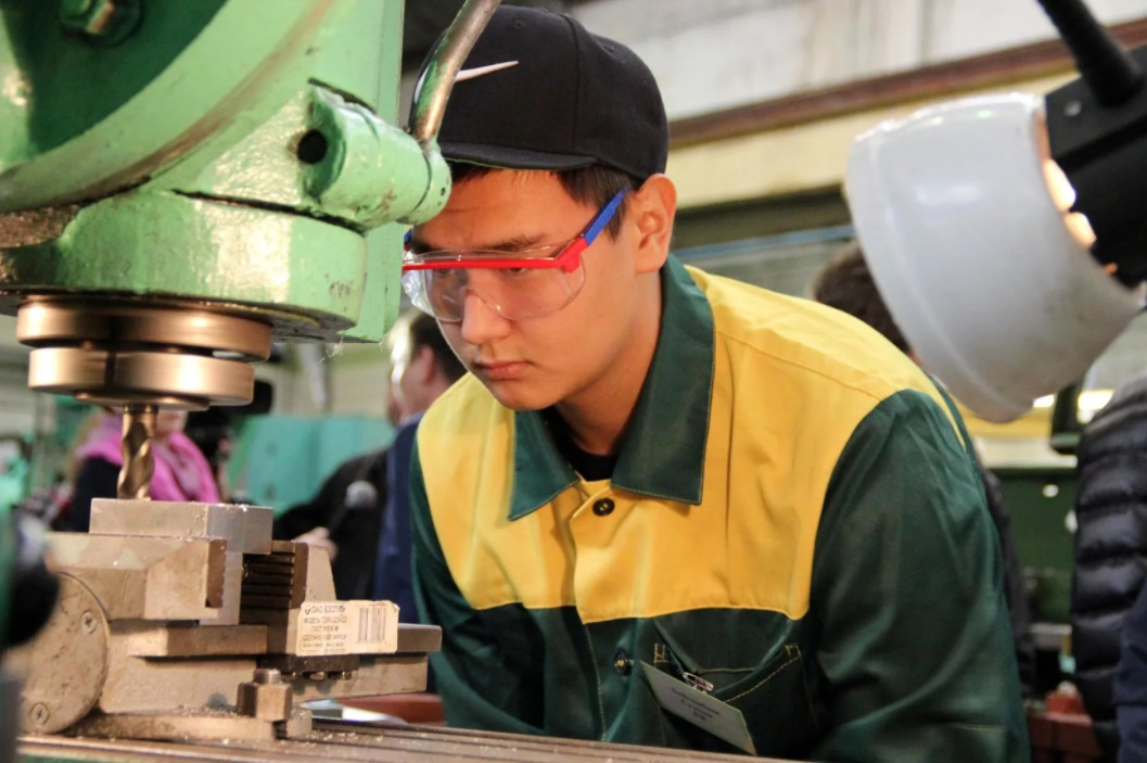 День труда отмечают в Казахстане
