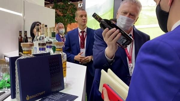 Жириновский требовал кумыс на Петербургском международном экономическом форуме