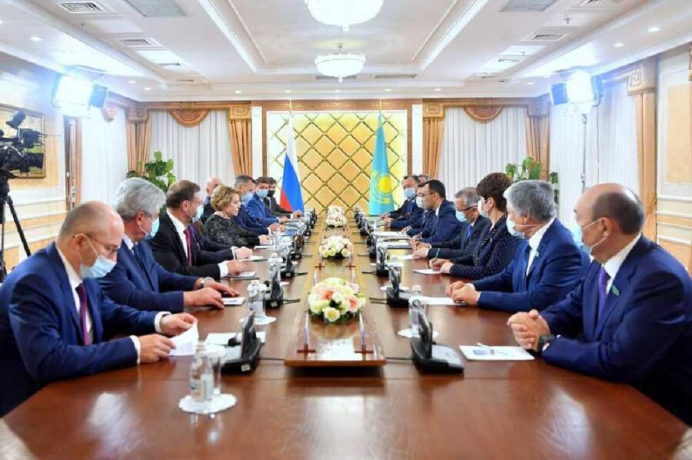 Маулен Ашимбаев встретился с Валентиной Матвиенко