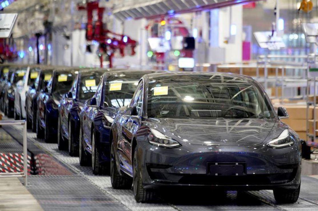 Tesla отзывает 285 000 автомобилей в Китае