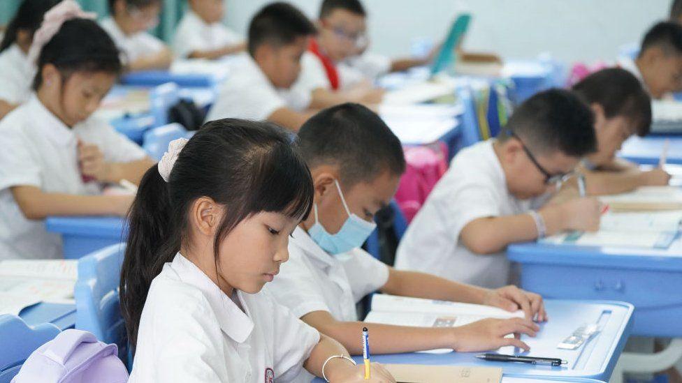 Китай намерен снизить нагрузку на школьников и воспитывать интеллектуалов