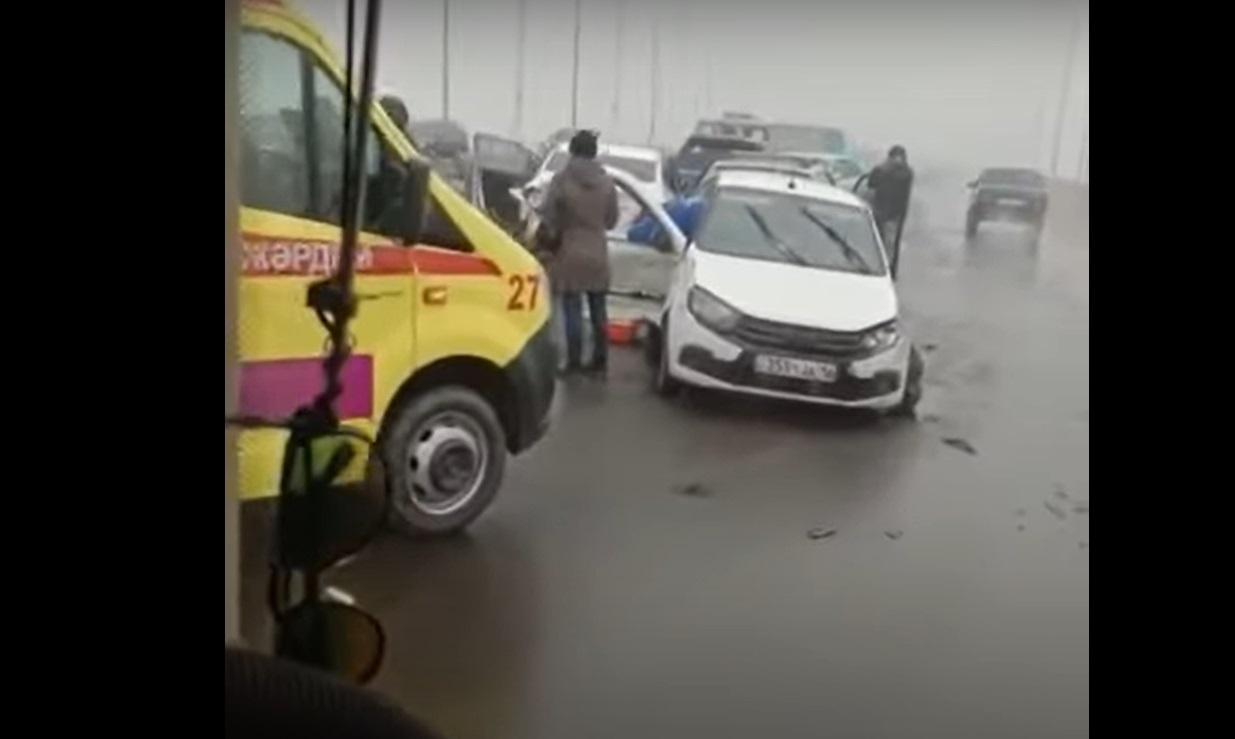 Шесть автомобилей столкнулись в Семее из-за гололеда