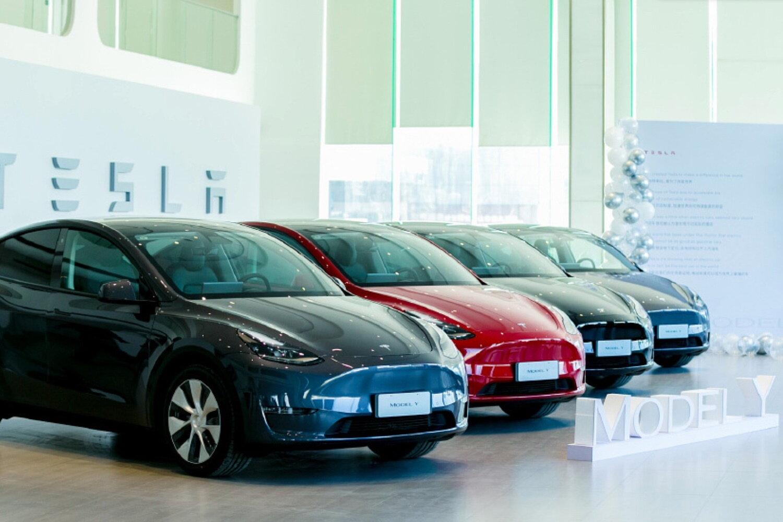 Из-за нехваток микросхем General Motors и Honda проиграли Tesla