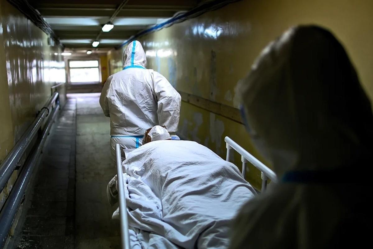 Коронавирус: в России пять дней подряд регистрируют более 800 смертей в сутки