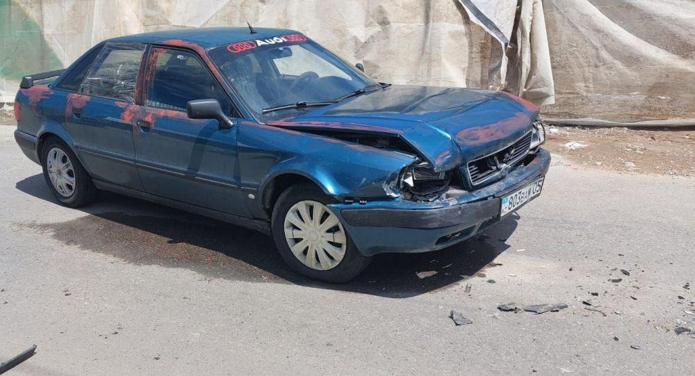 Житель Алматы угнал авто, устроил ДТП и попал в больницу