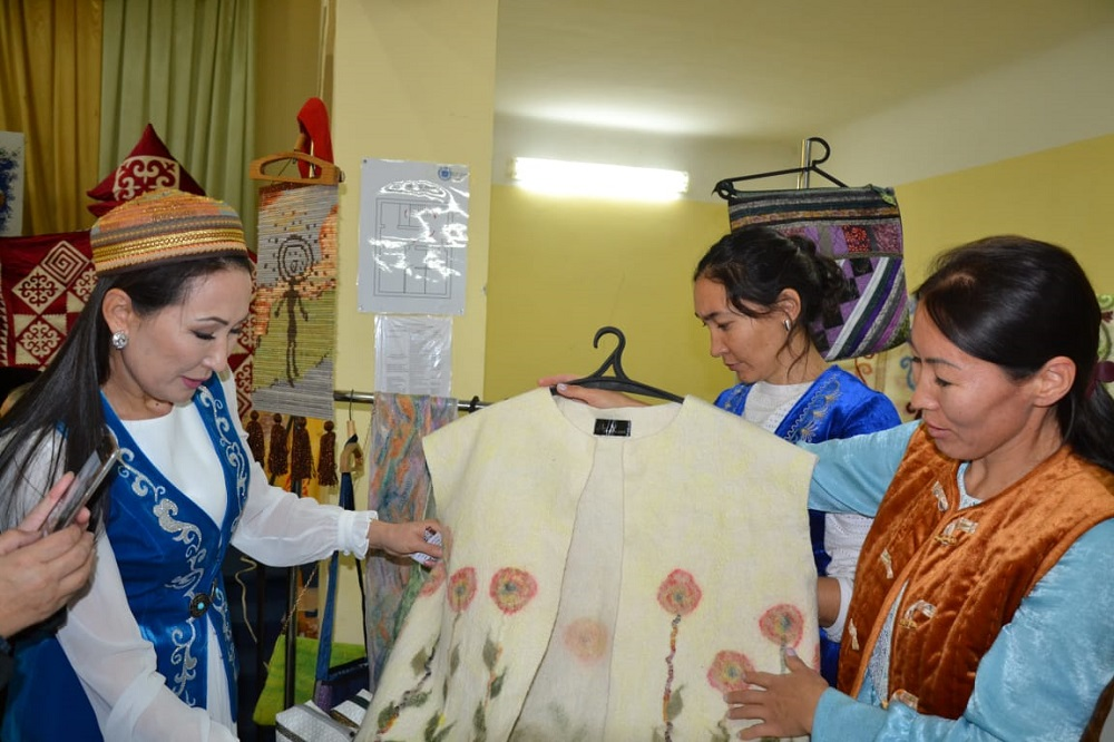 В Уральске впервые прошла выставка-ярмарка национальных изделий