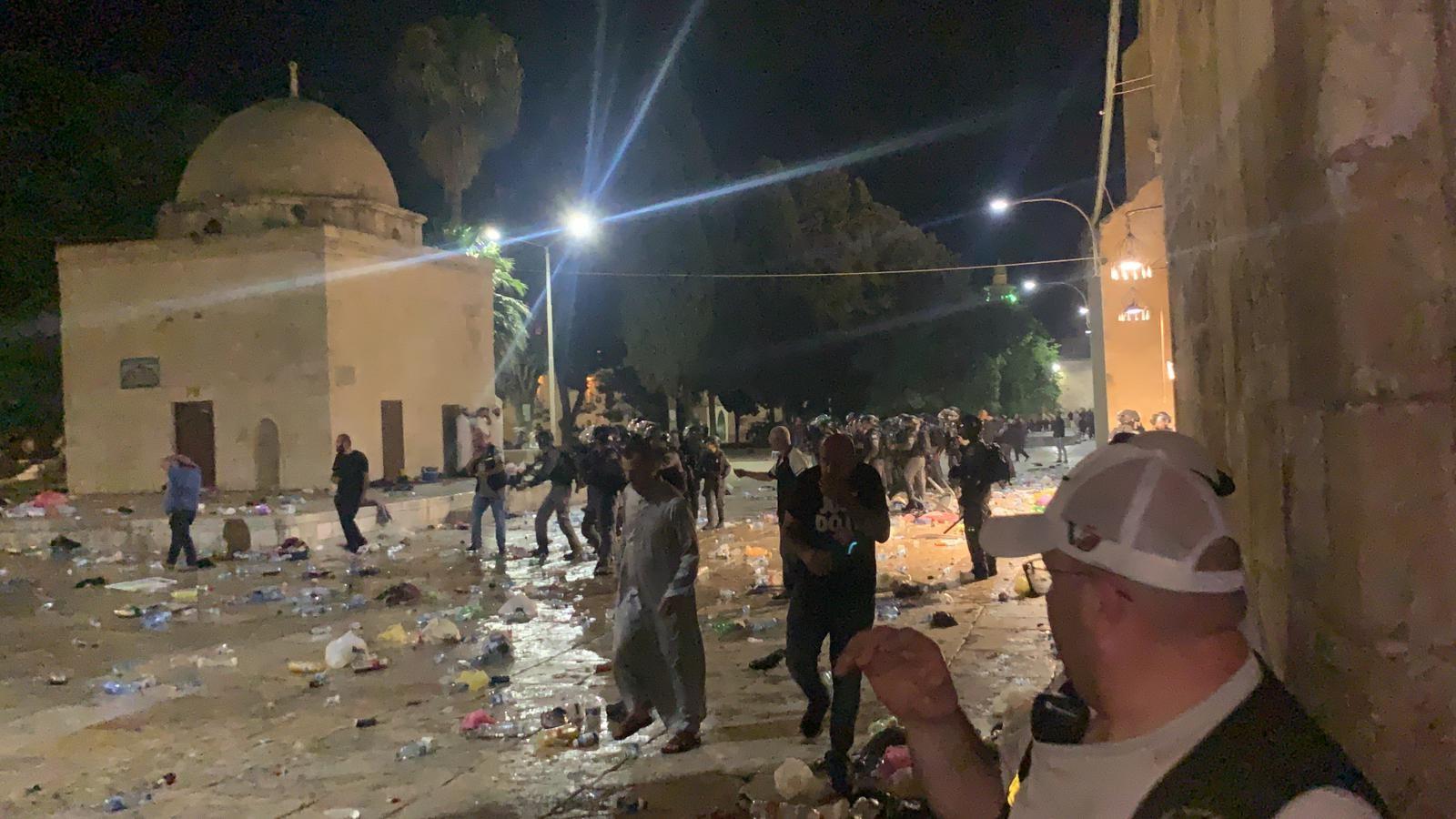 Столкновения с полицией на Храмовой горе и в Шейх Джаррахе продолжаются