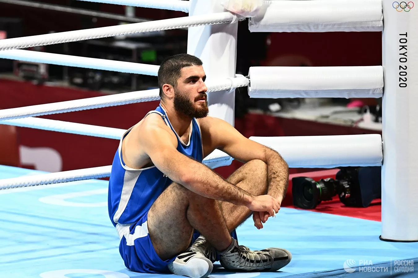 Олимпиада-2020: Французский боксер в знак протеста час не покидал ринг