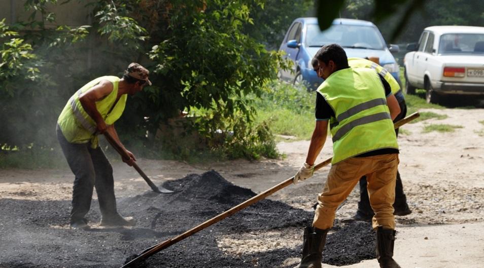 В Петропавловске жители требуют ремонта дворов