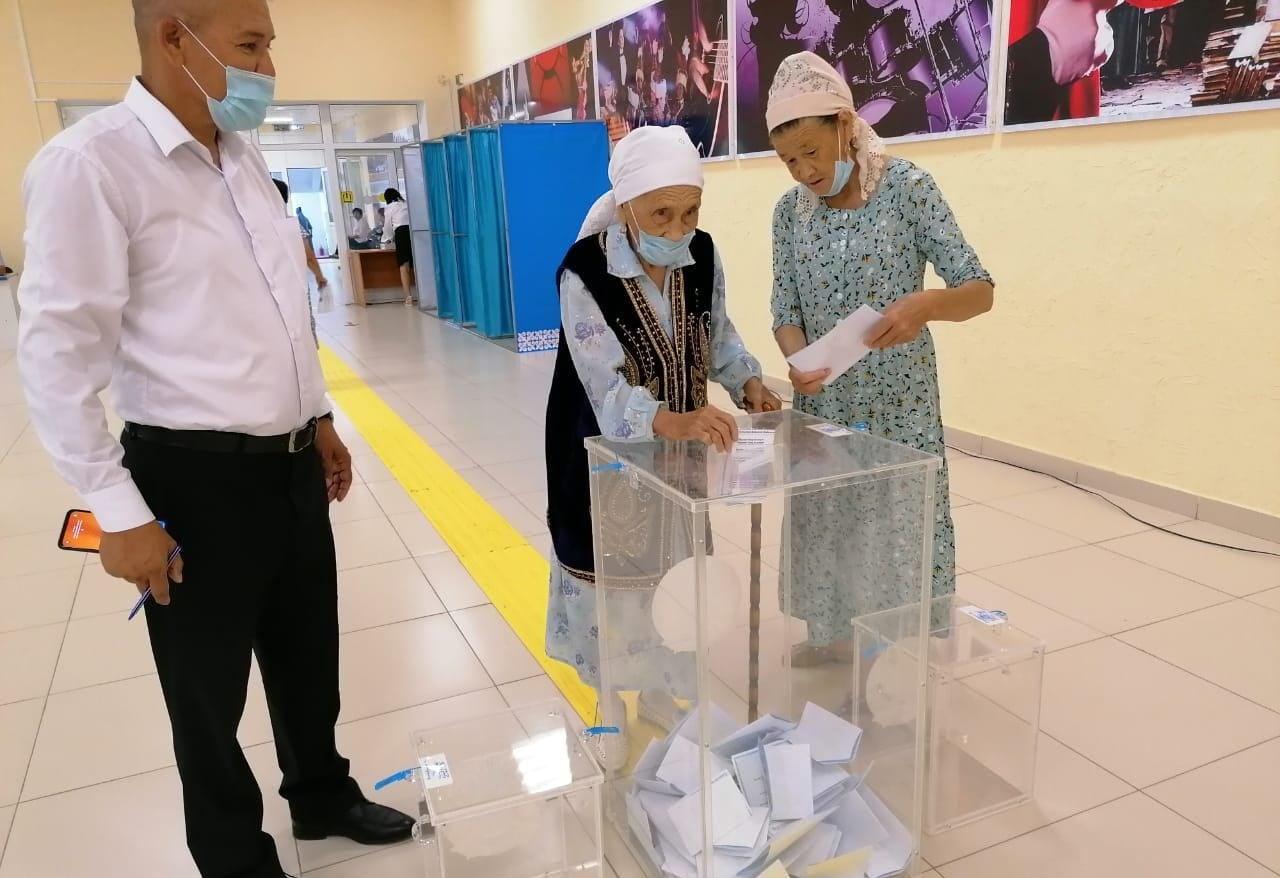 До 40% избирателей пришли в некоторых поселках ЗКО на выборы акимов