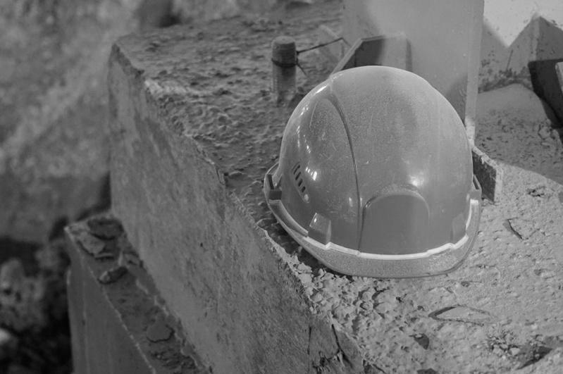 20-летний каменщик сорвался с высоты девятого этажа в Караганде
