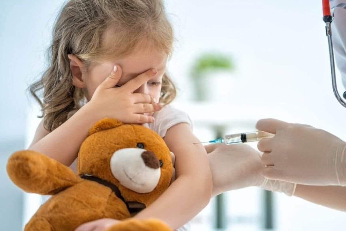 FDA заявило, что польза от вакцинации детей перевешивает риски