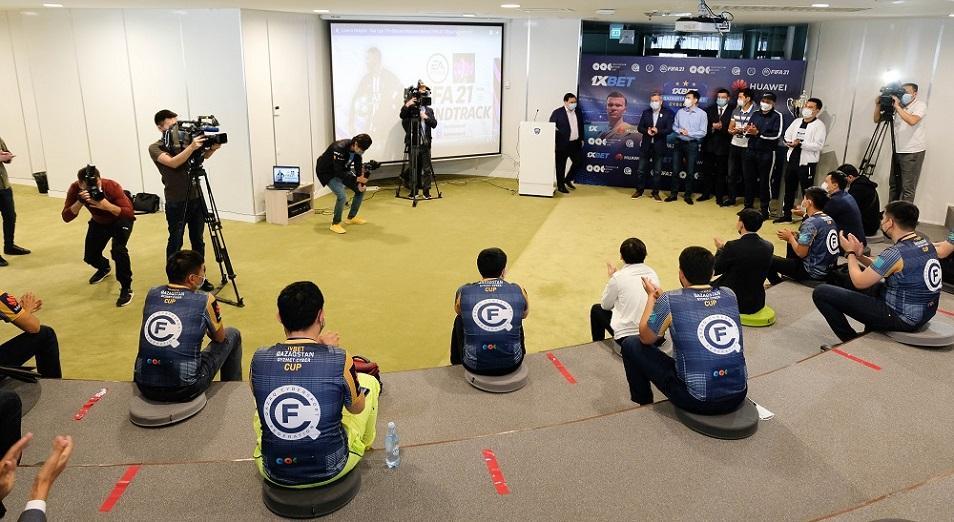 Белые воротнички сразились на киберфутбольном турнире в Astana IT University